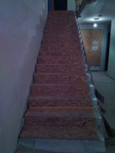 A Monthey, protection d'escalier en osb