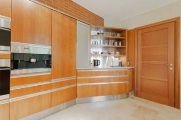 Agencement de cuisine en bois à Grandvaux