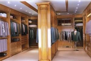 Agencement intérieur de magasin, en bois