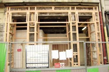 Dans la région d'Aigle, réalisation de vitrines à ossature bois