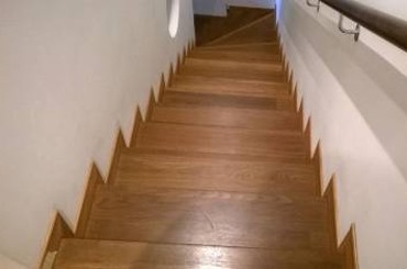 A Vevey et sur la Riviera, réalisation d'escaliers intérieurs en bois