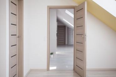 Réalisation de portes en bois contemporaines à Pully