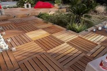 Terrasse extérieure en bois à Bex