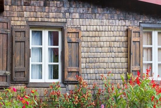 Ebénisterie et marqueterie dans le hameau de Nayes (commune de Crans-Montana)