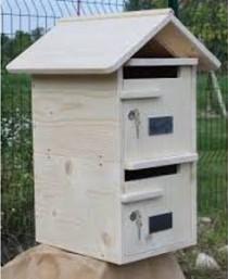 A Lutry, construction de boîtes aux lettres en bois