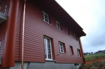 Façade en bois peint à Lutry