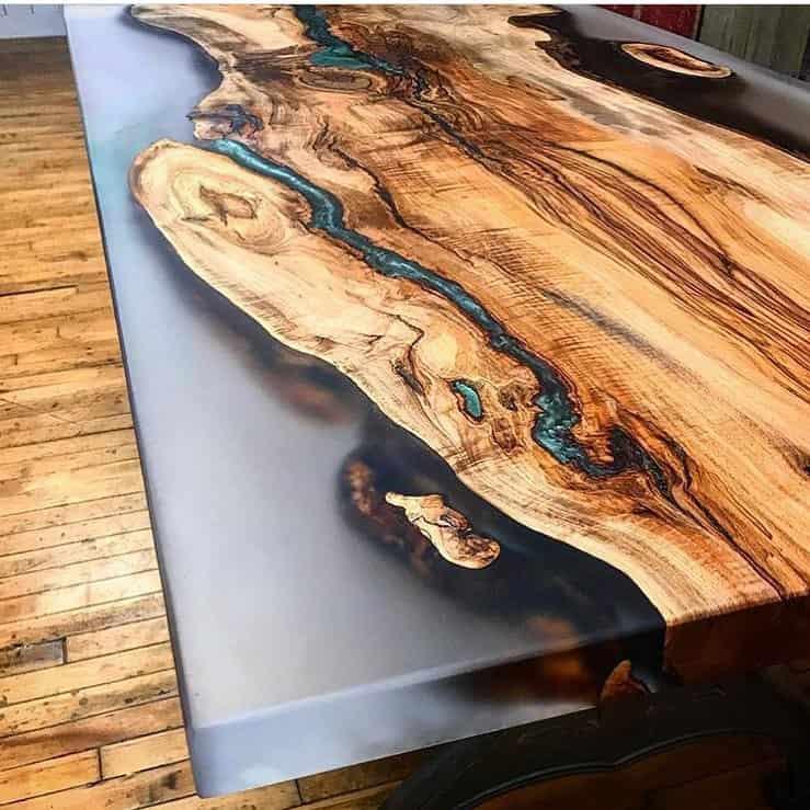 table epoxy résine transparente à Grandvaux
